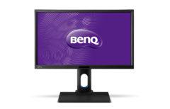 BenQ BL2420PL har en solid fot som kan justeres i høyden. Det er til og med mulig å sette skjermen på høykant.